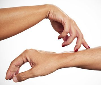 how-to-touch-a-guy-001-woman-touching-man-arm