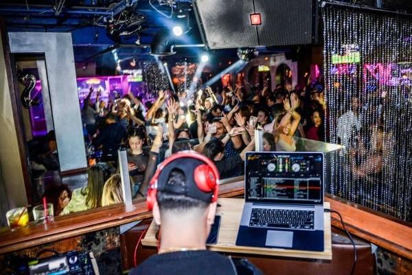 https://gooddeedseats.com/images/best-latin-clubs/46Lounge.jpg